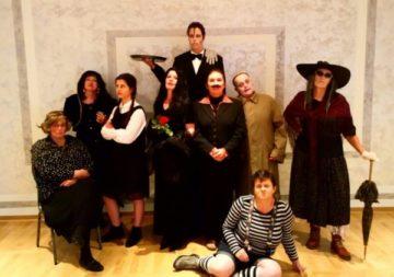 Theatergruppe Fullen gewinnt die Addams Family Foto-Aktion